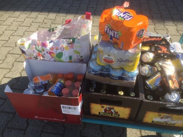 Scheidsrechtersvereniging HZOD schenkt aan voedselbank.